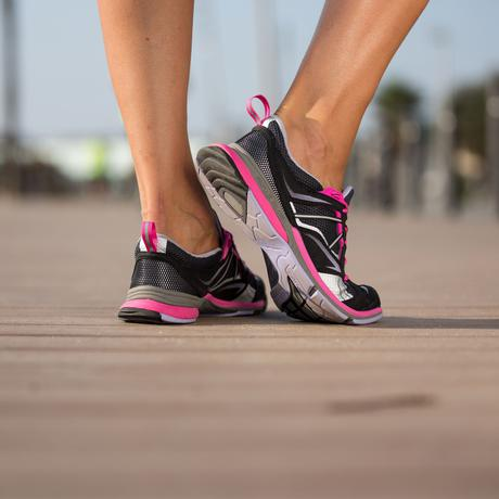 chaussures_marche_sportive_femme_propulse_walk_400_noir_argent_rose_newfeel_8311572_1355443